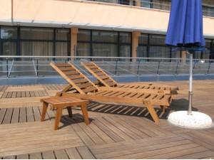 Столик для шезлонгов Сантасе